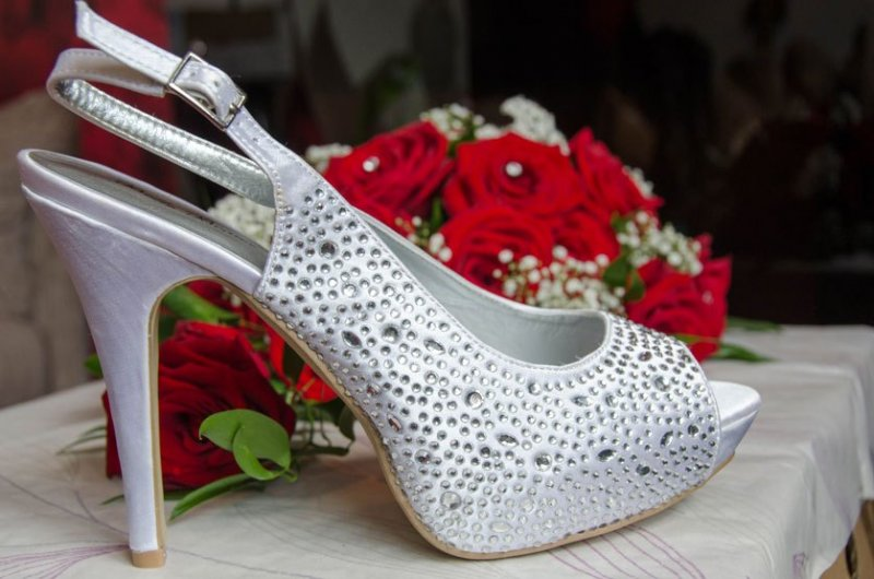 7.-Brides-shoe-and-roses-DSC_4589